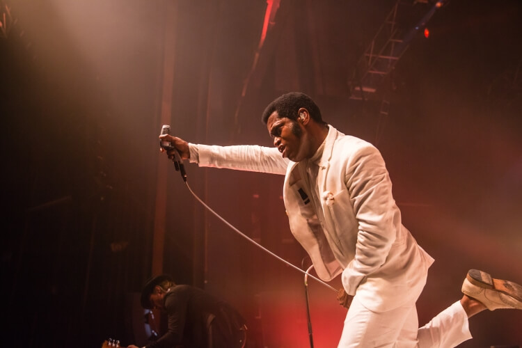 Vintage-Trouble-O2-Forum-220616-Colin-Hart-6066-750x500.jpg