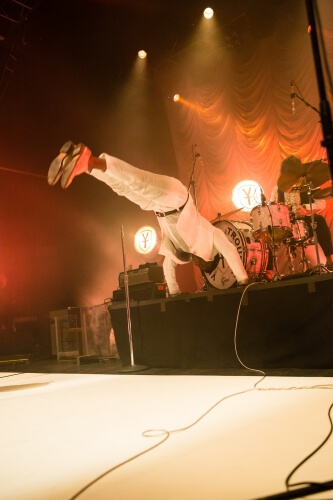 Vintage-Trouble-O2-Forum-220616-Colin-Hart-6211-333x500.jpg