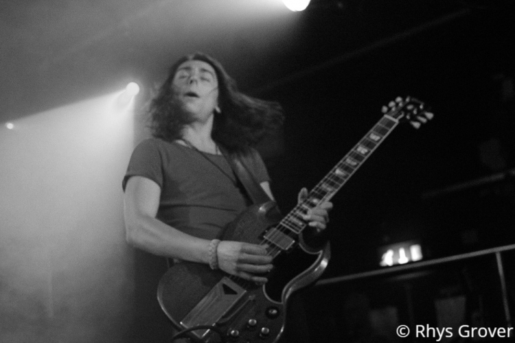 guitarist-bw-1-750x500.jpg